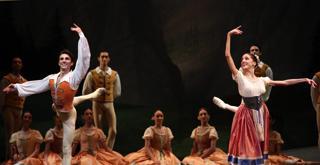 Giselle   Antonino Sutera e Vittoria Valerio ph Brescia e Amisano Teatro alla Scala K61A8008 x