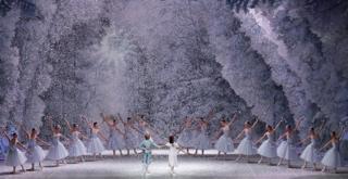 lo schiaccianoci chor  George Balanchine The George Balanchine Trust  la prova in scena ph Brescia e Amisano Teatro alla Scala