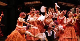 109 K65A5108 DON CHISCIOTTE al centro Gianluca Schiavoni ph Brescia e Amisano Teatro alla Scala