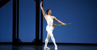 Roberto Bolle   Apollo Chor George Balanchine© The George Balanchine Trust  ph Marco Brescia Teatro alla Scala   (1)