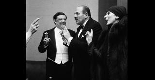 72 8928PIN al conc Bruno Maderna e Valentina Cortese  Oedipus Rex 1972 ph Erio Piccagliani