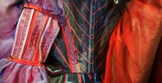 dettaglio di un costume di Maurizio Millenotti20151201 104012