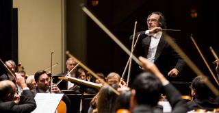 CSO151026 1447f Music Director Riccardo Muti and the Chicago Symphony Orchestra credit Todd Rosenberg Photography