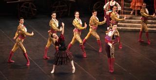 DON CHISCIOTTE  al centro Vittoria Valerio Mattia Semperboni ph Brescia e Amisano ©Teatro alla Scala