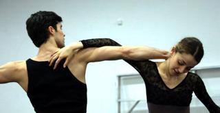 le prove in sala Nicoletta Manni  Roberto Bolle ph Brescia e Amisano   Teatro K61A9944