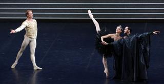 IL LAGO DEI CIGNI Nicoletta Manni Timofej AndrijashenkoChristian Fagetti  ph Brescia e Amisano ©Teatro alla Scala