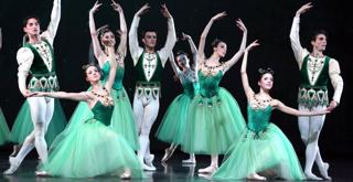 Jewels Emeralds   Cor. George Balanchine © The Balanchine Trust ph Brescia e Amisano Teatro alla Scala