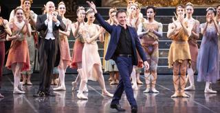 Sylvia   Manuel Legris applausi al termine del debutto scaligero  ph Brescia e Amisano ©Teatro alla Scala