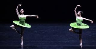 THE VERTIGINOUS  .....Martina Arduino Agnese Di Clemente Iph Brescia e Amisano ©Teatro alla Scala